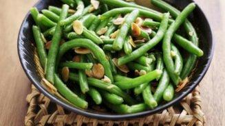 שעועית ירוקה עם אגוזי מלך